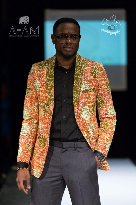 3B5A8728 e1533605480916 555x833 - Boss Blazer-African Print Lapel Design, Ankara Suit